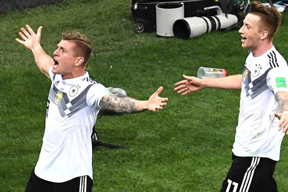 Toni Kroos bejubelt seinen Treffer zum 2:1. Zum Leidwesen von Lee Robinson, der dadurch seinen Gewinn verlor.