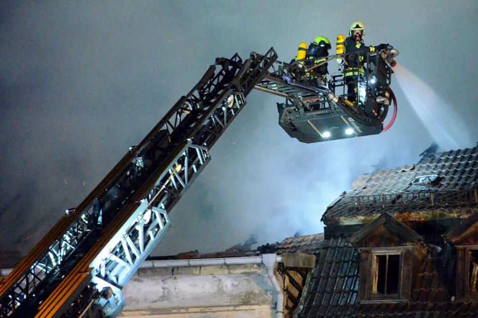 Das Gebäude brannte in der Nacht komplett aus.