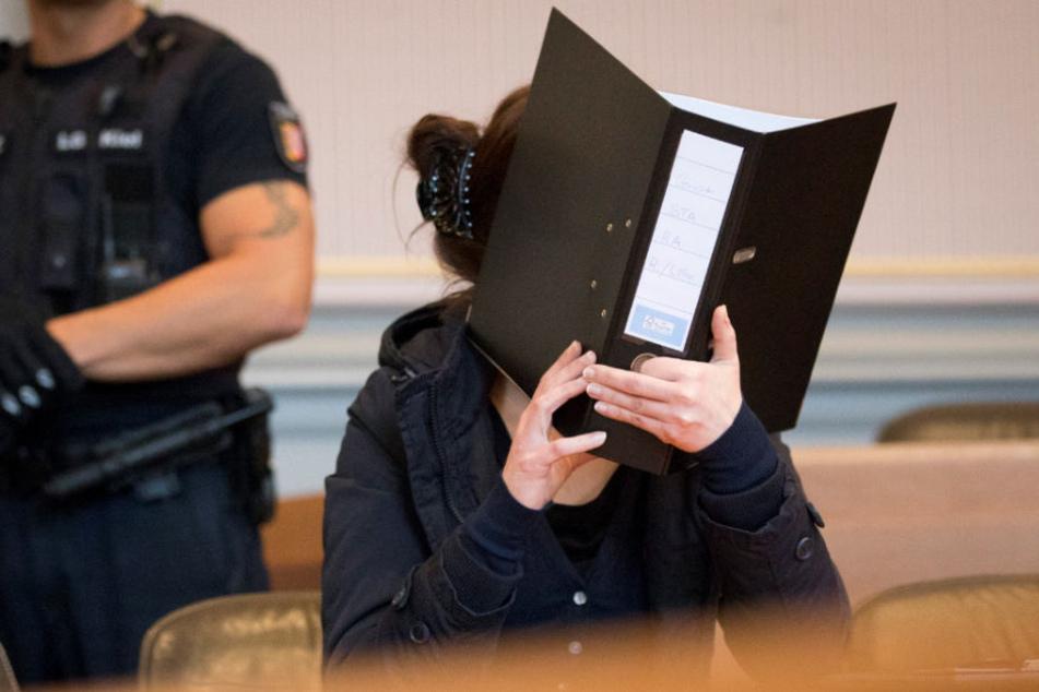 Die Angeklagte Franziska K. im Gerichtssaal im Landgericht in Kiel.