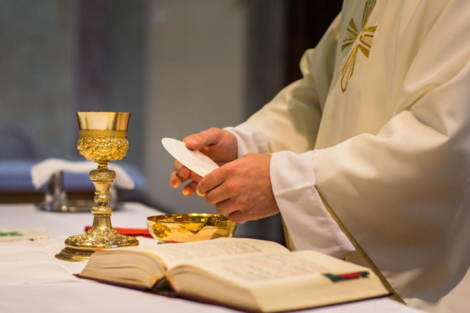 Aus Liebe: Pfarrer hält Zölibat nicht mehr aus und schmeißt hin