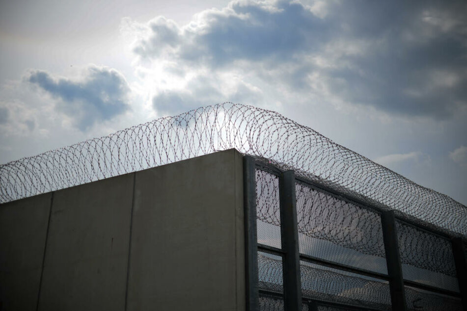 Die 16-Jährige wurde gesucht, weil sie wegen Körperverletzung verurteilt wurde und nicht in der Haftanstalt angetreten war. (Symbolbild)