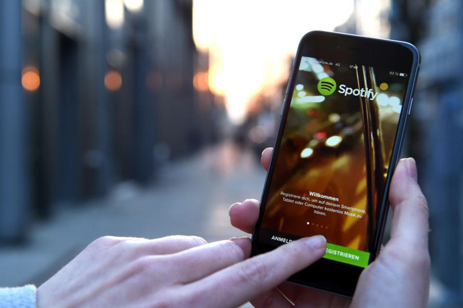 Der Streamingdienst Spotify sieht sich einer Milliarden-Klage gegenüber.