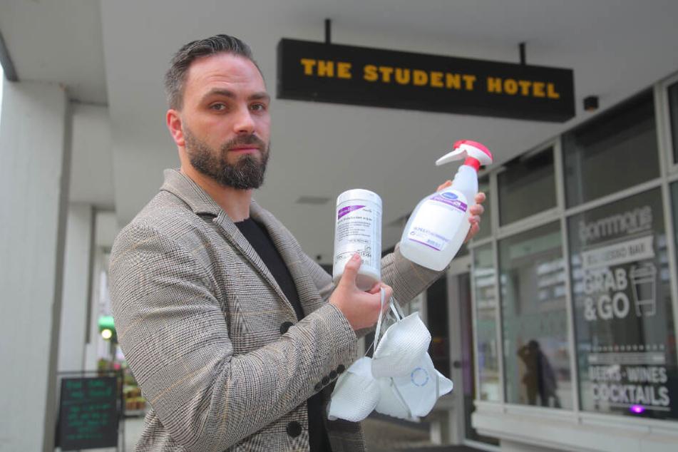Für den Ernstfall hat Hotelmanager Mathias Weise vorgesorgt.