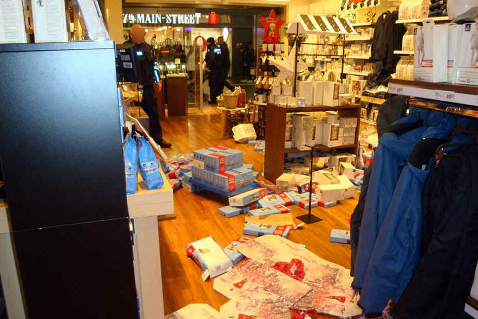 Der Streit zwischen den Jugendlichen und den Ladendetektiven verlagerte sich in die Tchibo-Filiale.