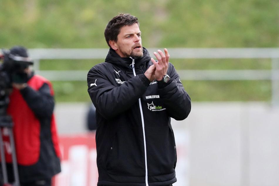 FSV Coach Torsten Ziegner macht mit dem Lotte-Trainer gern mal eine Gegner-Analyse.