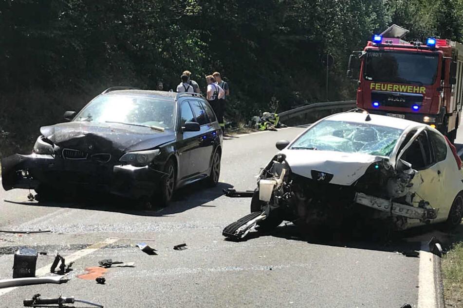 Hier hat es mächtig gescheppert: Auf der S11 im Landkreis Leipzig wurden am Sonntag drei Wagen in einen Unfall verwickelt.