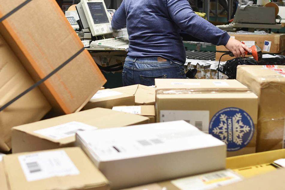 An manchen Wochenenden bekommen die Bewohner manchmal jeweils 10 Pakete. Bestellt haben sie diese jedoch nicht.