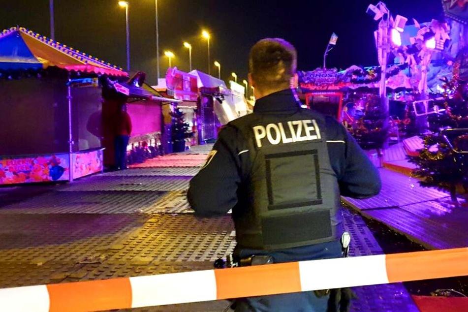 Tödlicher Unfall auf Berliner Weihnachtsmarkt! Person soll unter Fahrgeschäft geraten sein