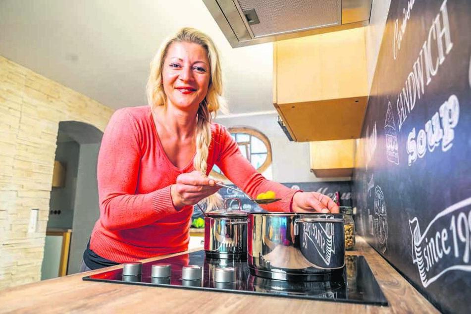 In ihrem kuscheligen 50-Quadratmeter-Studio zeigt sie ab sofort Gästen, wie man gesund und trotzdem lecker kochen kann.