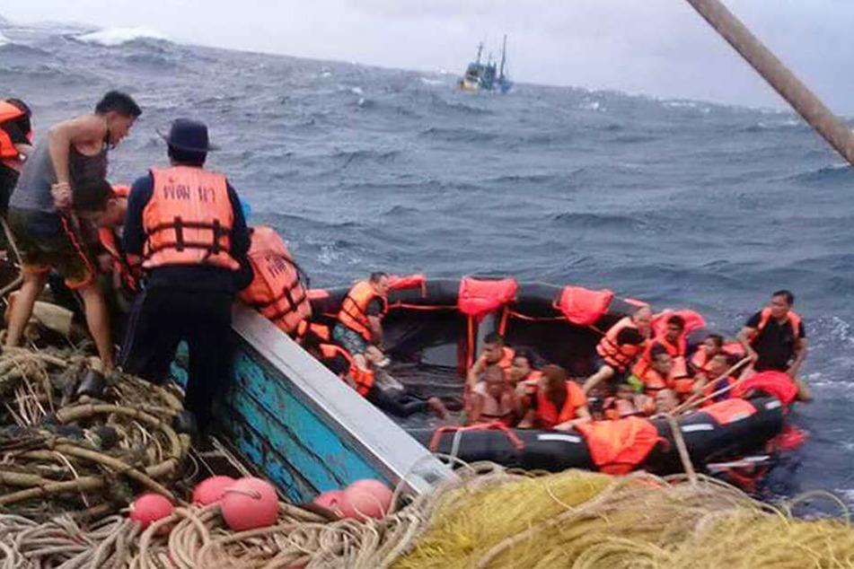 Zwei Boote mit chinesischen Touristen verunglückten bei hohem Wellengang vor der Küste Thailands.