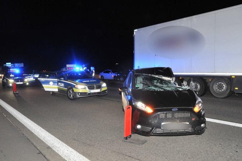 In den ersten Unfall waren ein Laster und fünf Autos involviert.
