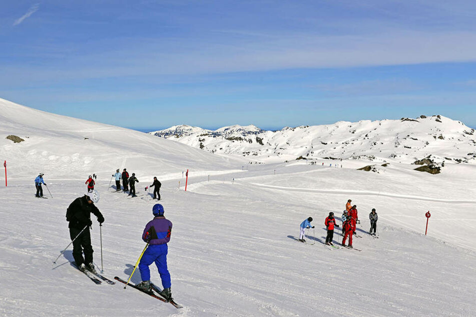 Vater und Sohn waren bei einem Skiausflug in Ifen. (Symbolbild)