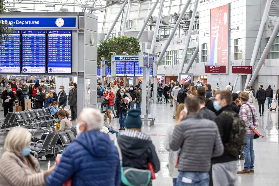 Trotz Riesen-Nachfrage: Corona-Testzentren an Flughäfen Düsseldorf schließen