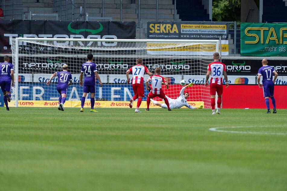 In der Vorsaison parierte Martin Männel einen Elfmeter von Heidenheims Mark Schnatterer. Geholfen hat es nichts, Aue verlor 0:3.