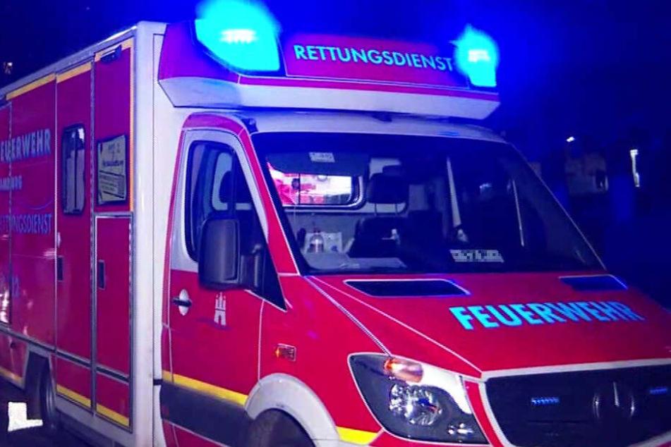 Ein Rettungswagen ist im Einsatz. (Symbolbild)