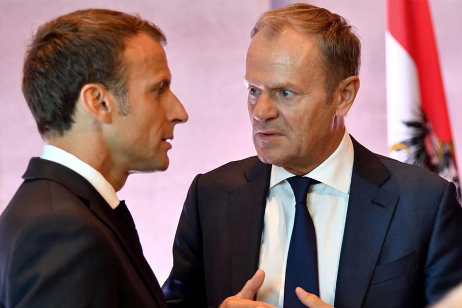Emmanuel Macron (li), Präsident von Frankreich, und Donald Tusk, Präsident des Europäischen Rates, vor Beginn des informellen EU-Gipfels am Donnerstag in Salzburg.