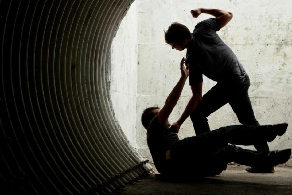 Raubüberfall an S-Bahnhof: Täter klauen Faschingskostüm und Geldbörse