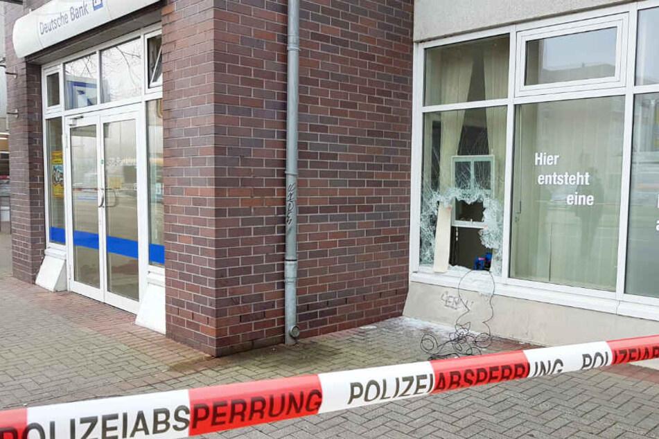 Lauter Knall reißt Anwohner aus Schlaf: Geldautomat in Essener Straße hochgejagt