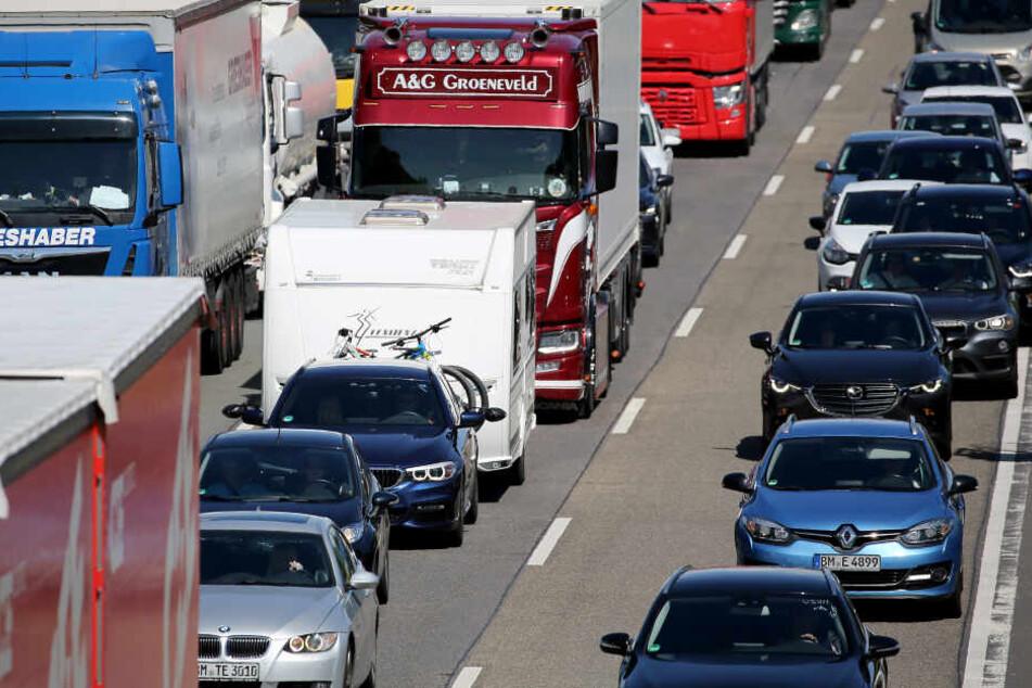 A4 in Richtung Dresden nach Unfall voll gesperrt! Lkw krachen ineinander