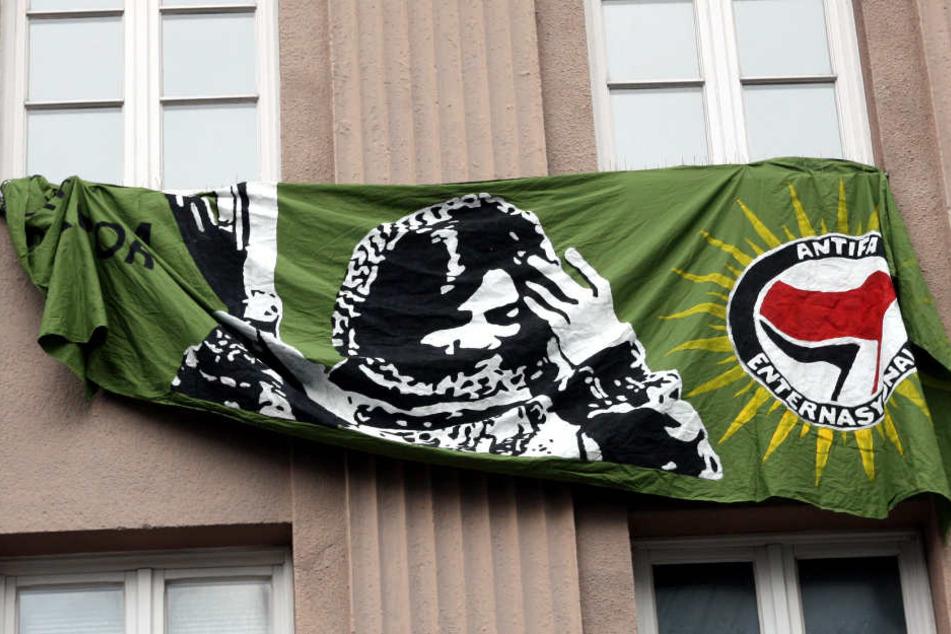 Auch ein Antifa-Banner hin in der Arndstraße.