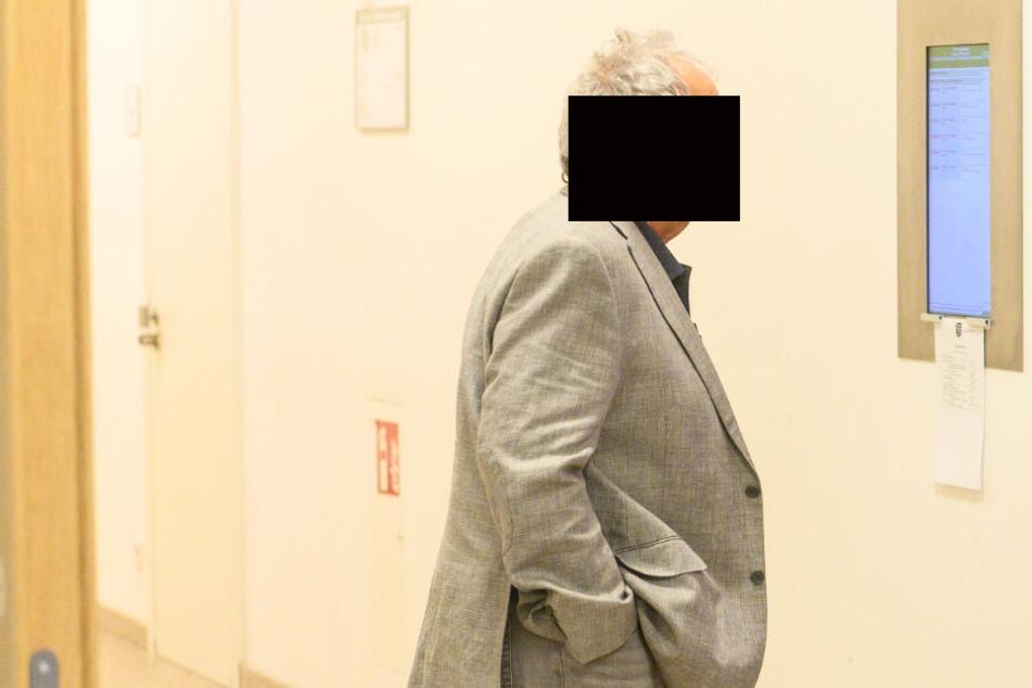 Beim Einparken anderes Auto zerkratzt: 7 Monate Fahrverbot für Opa Franz!