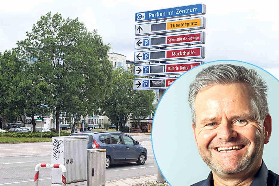 Tino Fritzsche (52, CDU) fordert ein neues Parkleitsystem. Die Anzeigetafeln bleiben dunkel: Seit 2014 funktioniert das Parkleitsystem der Stadt nicht mehr.