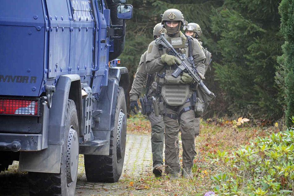Nach Einbruch in Waffenbehörde: SEK nimmt vier Männer fest