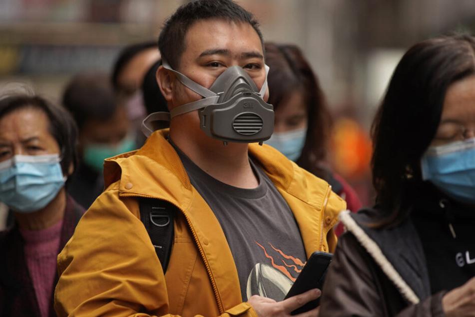 Nur die richtigen Atemschutzmasken mit eingebautem Filter können eine Tröpfchen-Übertragung verhindern.