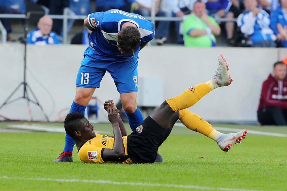 Dass die Gegner von Dennis Erdmann ab und an eine Ansage bekommen, weiß jetzt auch Moussa Koné.