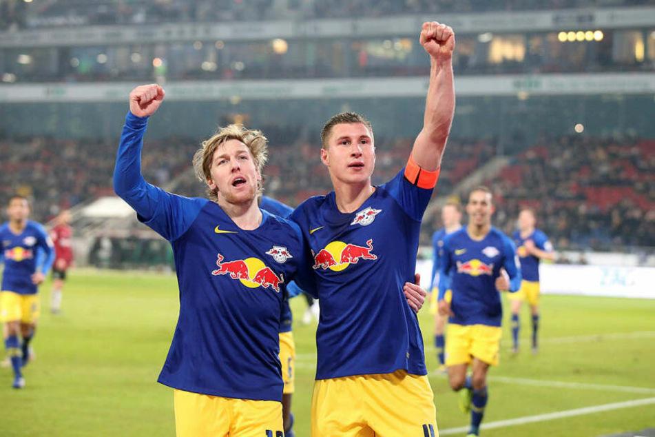 Nach einer Ecke des eingewechselten Emil Forsberg (l.) köpfte Kapitän Willi Orban zum 3:0-Endstand ein.