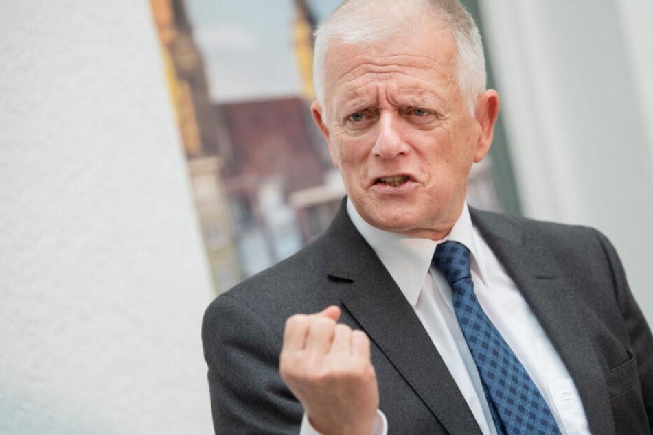 Stuttgarts Oberbürgermeister Fritz Kuhn (64, Grüne) ist auch Vorstandsvorsitzender des VVS.