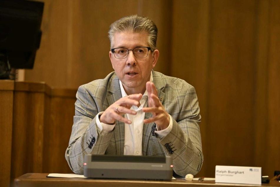 Sozialbürgermeister Ralph Burghart (50, CDU) korrigierte die Corona-Todesfälle nach oben.