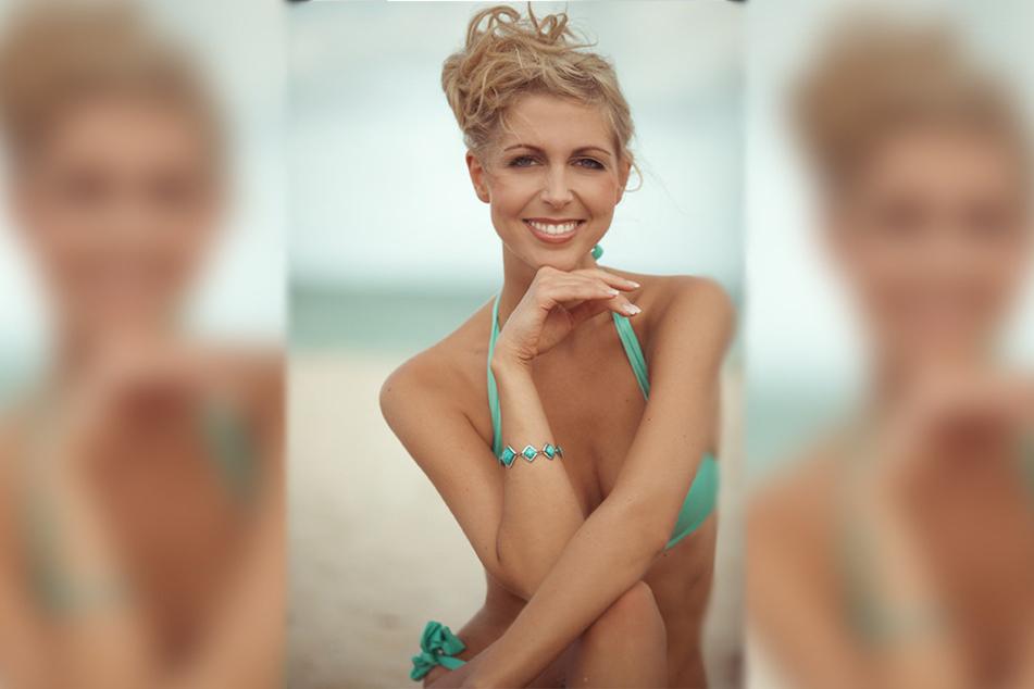 """Die hübsche Blondine posierte Für den """"Bachelor"""" schon im sexy Bikini am Strand."""
