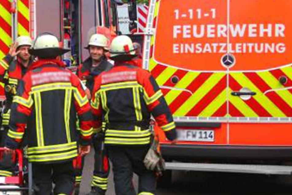 Die Feuerwehr musste ausrücken. Die Frau wurde gemeinsam mit ihrem Ehemann ins Krankenhaus gebracht.