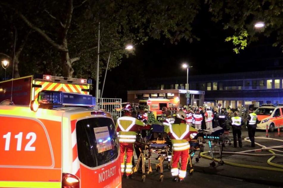 Die Verletzten wurden auf dem Parkplatz behandelt, bevor sie in andere Krankenhäuser gebracht werden konnten.
