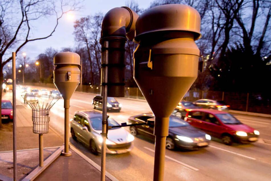 Das Neckartor in Stuttgart. Weil die Feinstaubwerte hier regelmäßig den EU-Grenzwert reißen, wird immer wieder Feinstaubalarm ausgerufen. (Archivbild)