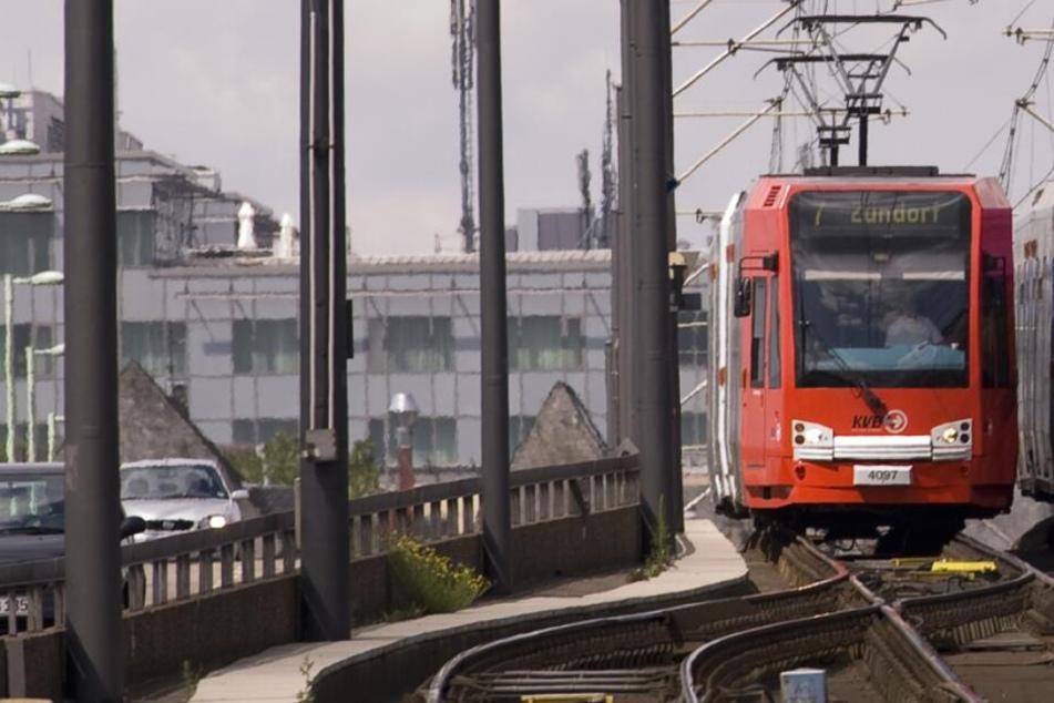 """Wegen Bauarbeiten fährt die Linie 7 sechs Wochen lang nur bis bzw. ab """"Frechen Bahnhof""""."""