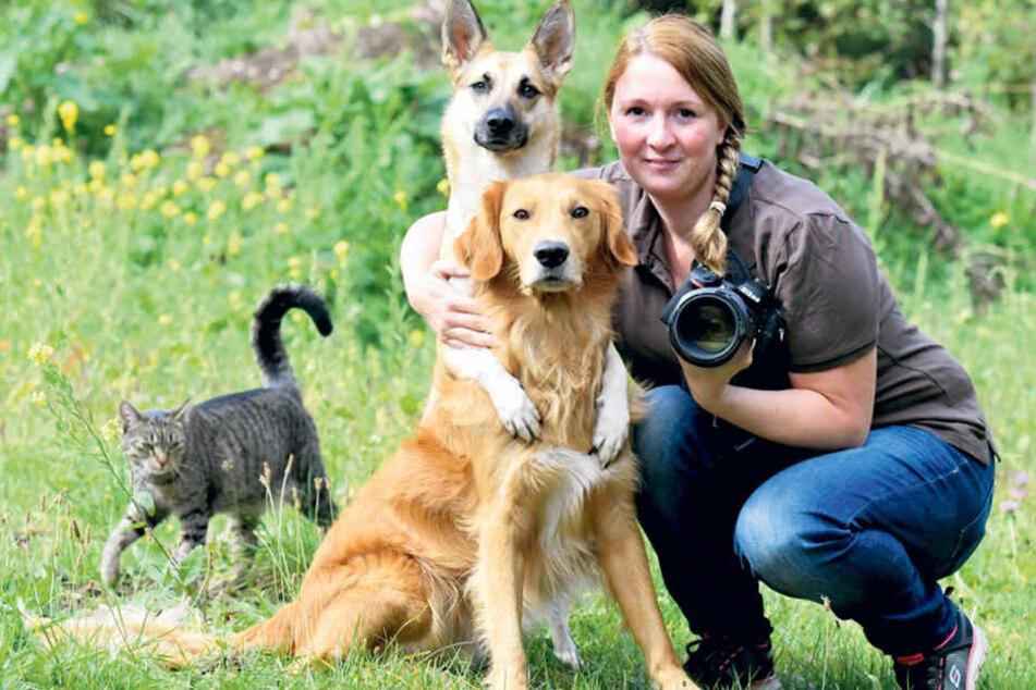 Leichter Job für Anja Schwarz (30): Spencer (5) und Mila (3) haben die innige  Umarmung echt drauf.