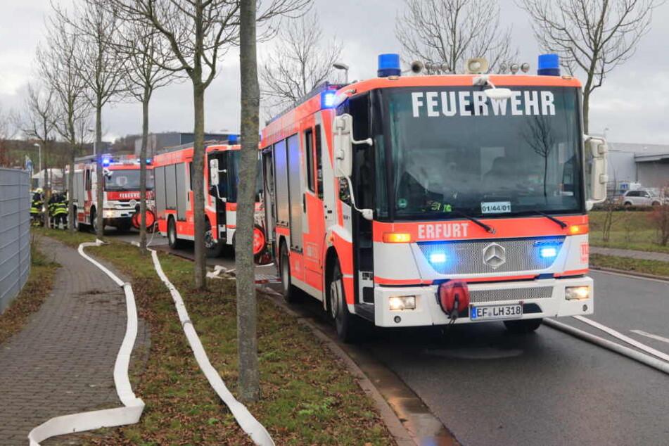 Mit einem Großaufgebot rückte die Feuerwehr bei der Firma an.