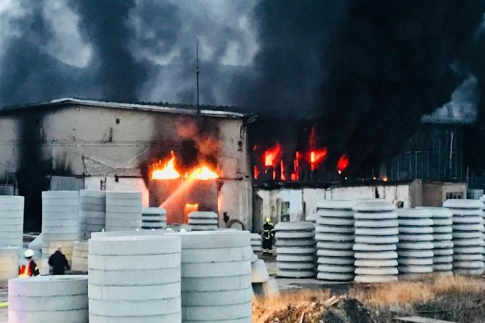In Gersdorf brennt das Betonwerk.
