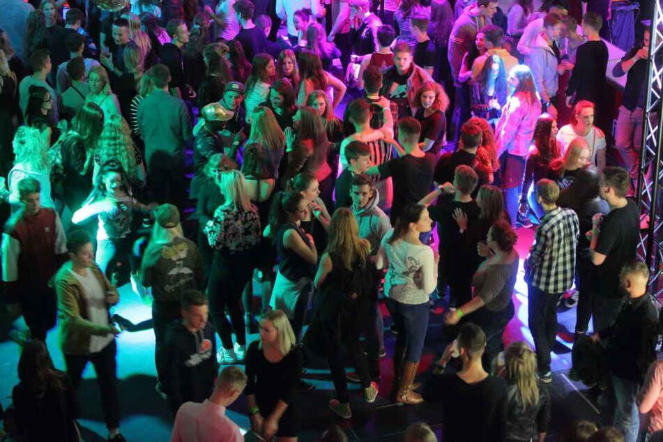 Tausende tanzen auf der UnityNight. Die Centrum Galerie bebt.