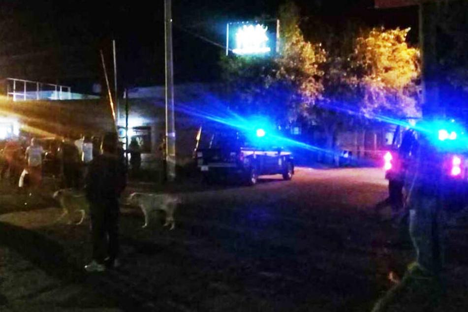 Gruppe stürmt Table-Dance-Bar, Schüsse fallen: Mehrere Tote!