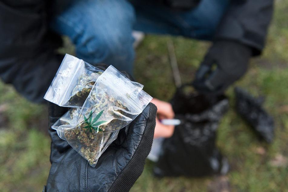 """Die Drogendealer stehen vornehmlich in den U-Bahn-Hallen oder am Bahnsteig und """"verticken"""" Hasch, Heroin oder andere Betäubungsmittel. (Symbolbild)"""