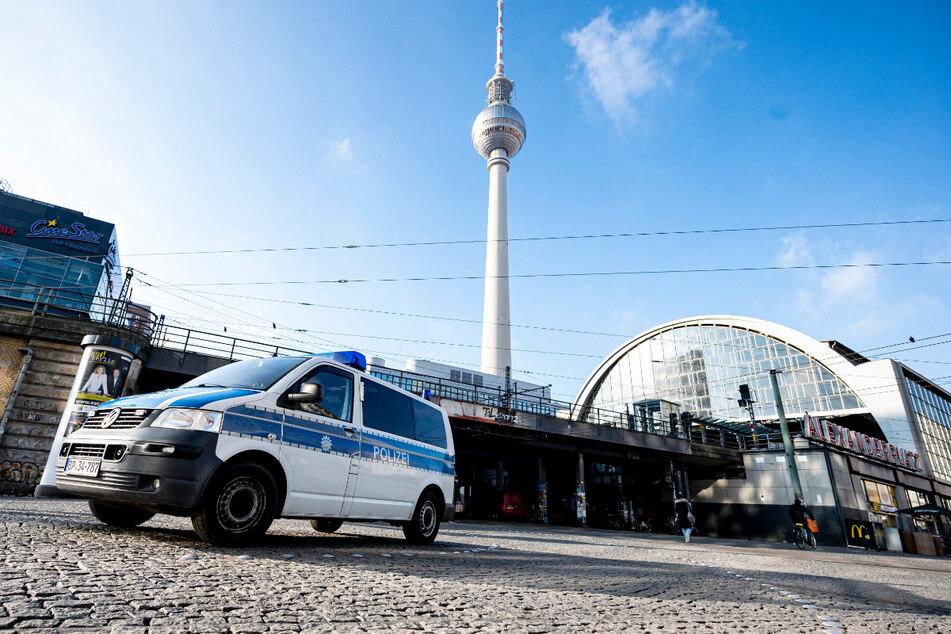 Die Polizei hat eine Massenschlägerei am Alexanderplatz aufgelöst. (Symbolbild)