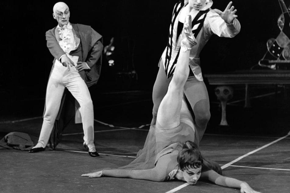 Die frühere Primaballerina Karin von Aroldingen 1959 in Frankfurt am Main in einer Mephisto Inszenierung.