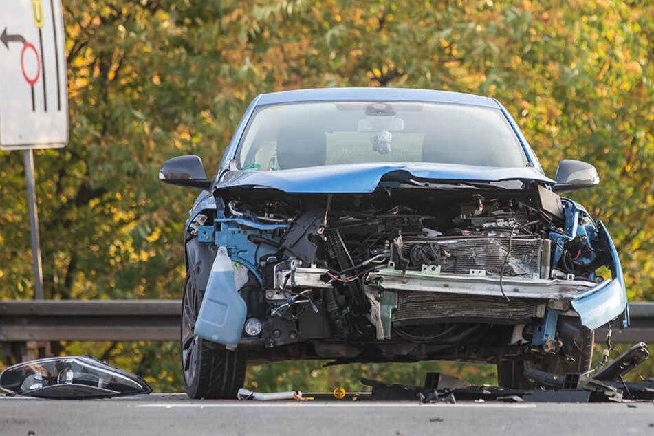 Bundesstraße wegen Unfall gesperrt: Zwei Verletzte