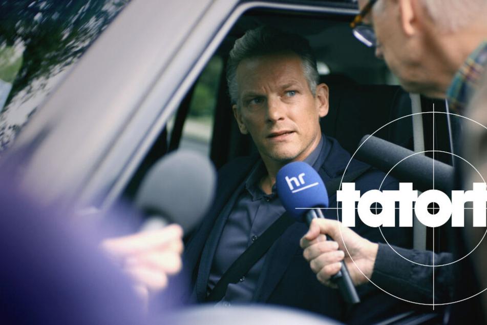 Maarten Jansen (Barry Atsma, 46) steht als TV-Star in der Öffentlichkeit. Nach der brutalen Ermordung seines Stiefsohnes belagern Journalisten das Haus der Familie.