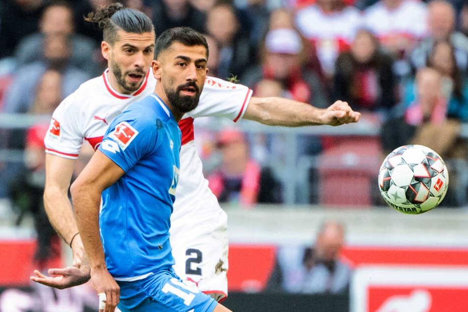 Zweikampf zwischen VfB-Verteidiger Emiliano Insua und TSG-Spielmacher Kerem Demirbay (Vordergrund).