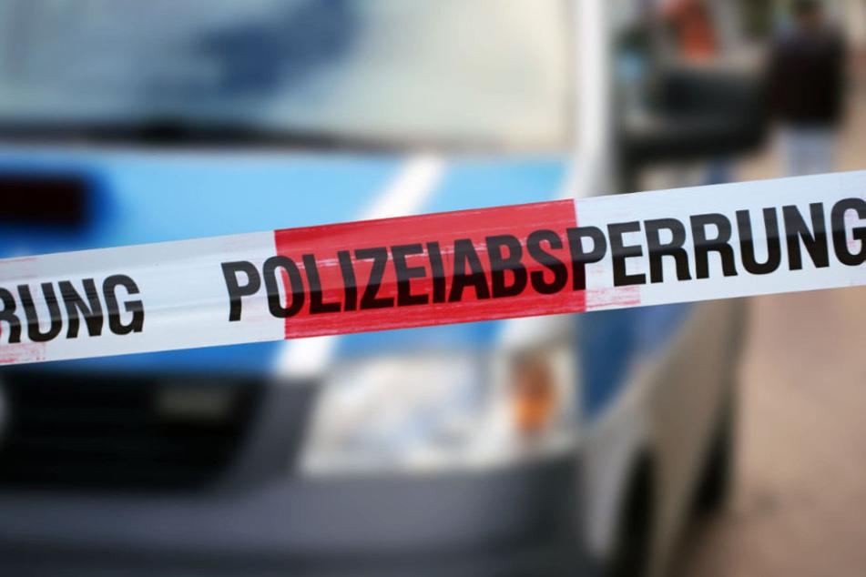 Eine Passantin hatte den Mann auf einer Parkbank in Berlin-Charlottenburg gefunden.