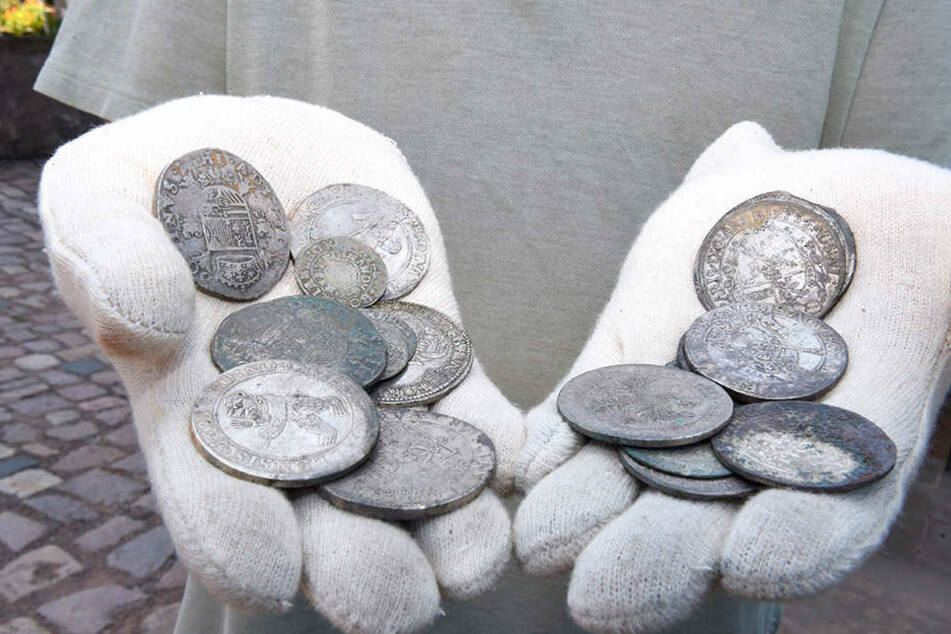 Was die Silbertaler wert sind, sollen jetzt Münz-Experten in Dresden herausfinden.